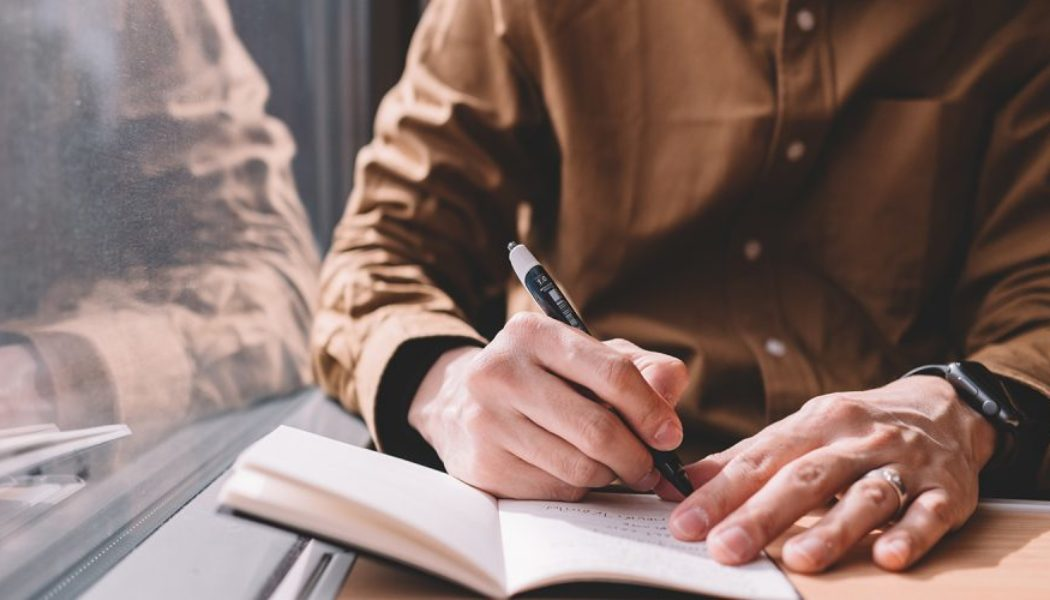 Three Tips to Become a Good Essay Writer