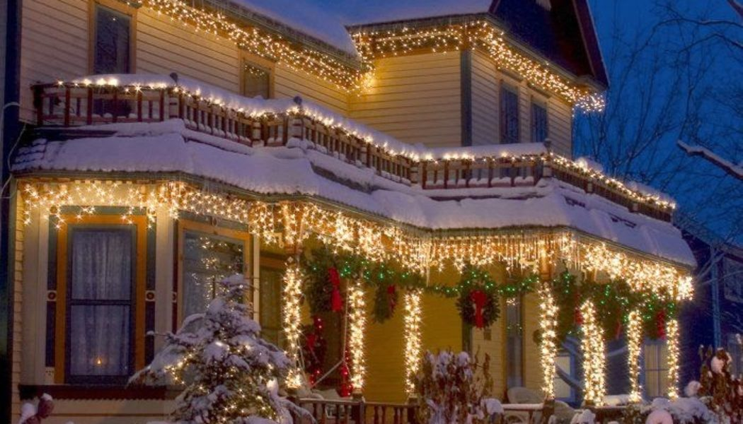 Save Yourself and Hire Professional Residential Christmas Decorators