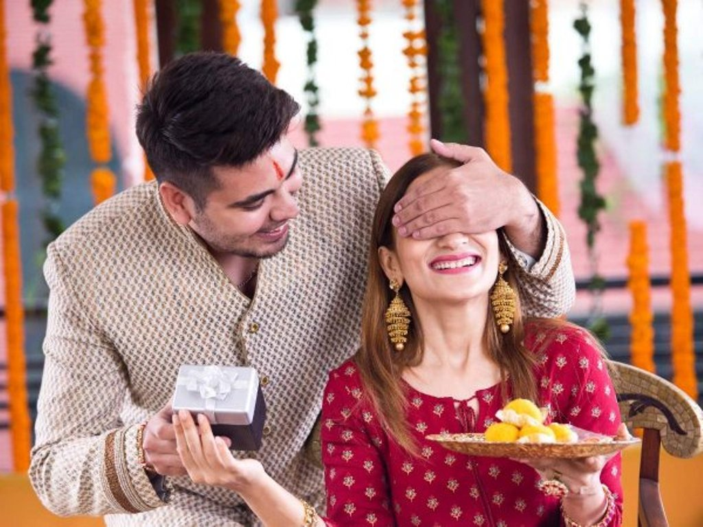 Best picks from Online Bhai Dooj gifts for your sweet sister