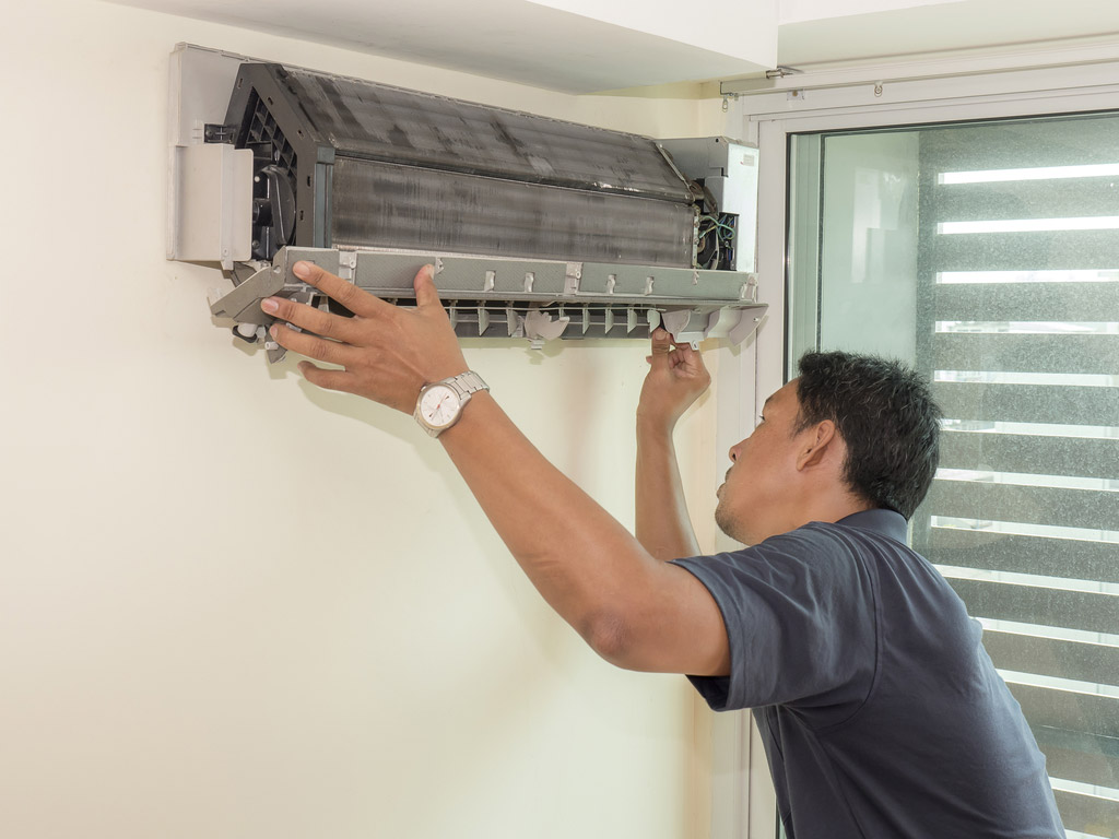 A Brief Discussion on the Five Signs of AC Refrigerant Leakage