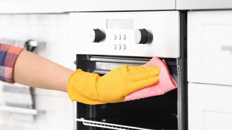 How to clean your oven in 4 easy steps